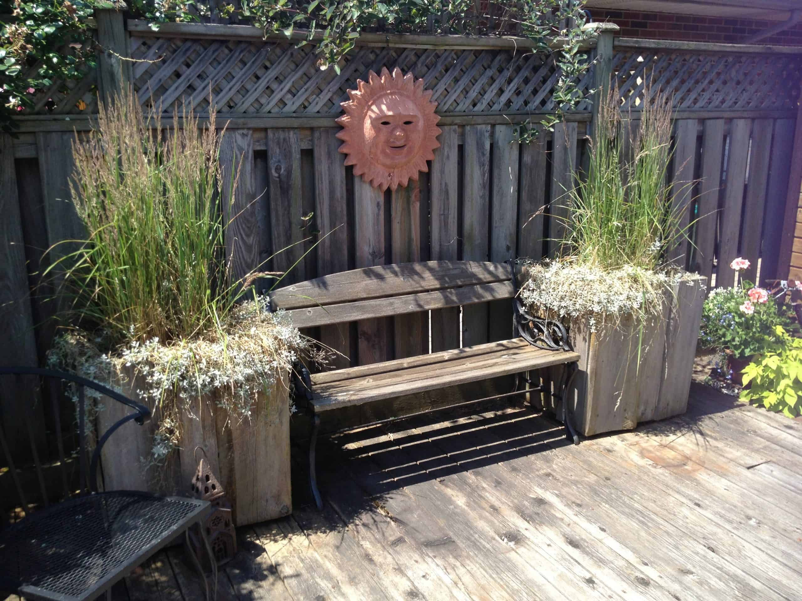 Square wooden containers with big grasses suits this sunny deck perfectly.