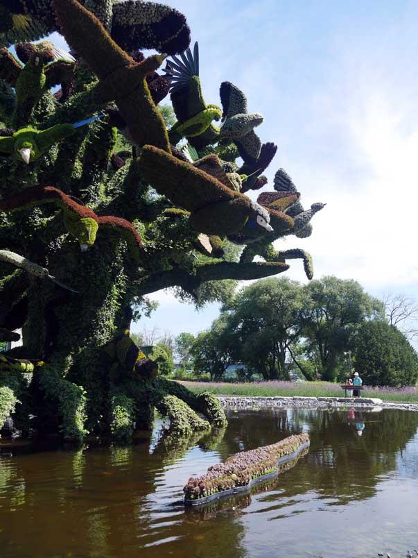 Mosaiculture Bird Tree