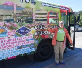 the Garden Promenadebus takes visitors to Ottawa/Gatineau on a freewheeling floral trip that highlights the cities' 50 gardens